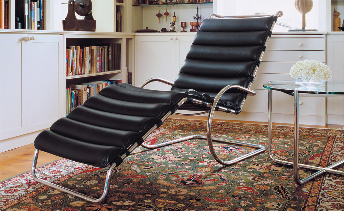 Table MR - Mesa MR Mies Van Der Rohe com chaise long